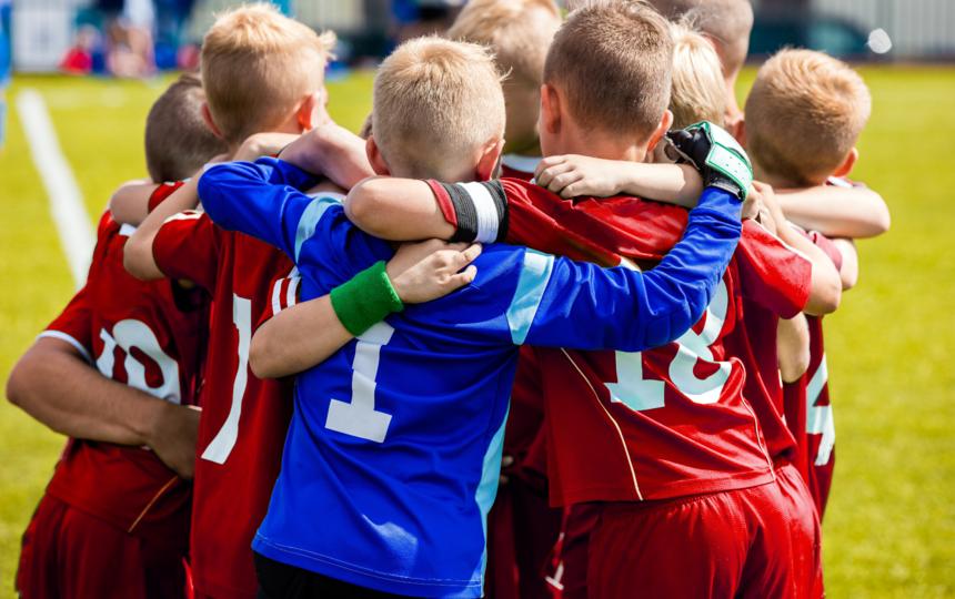 Собственные детский сад и школа — перспективная среда для тех, кто только делает свои первые шаги в мире больших достижений.